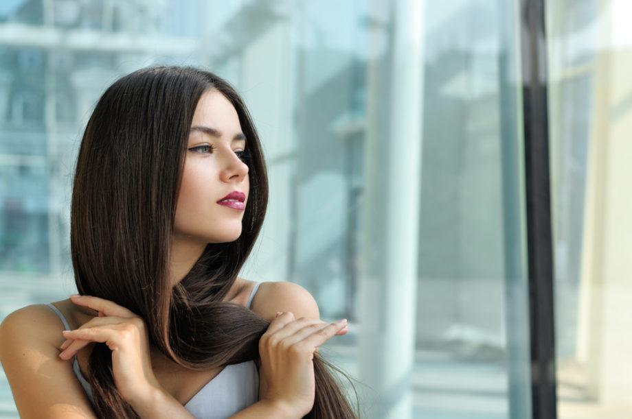 Cheveux femme après lissage au tanin